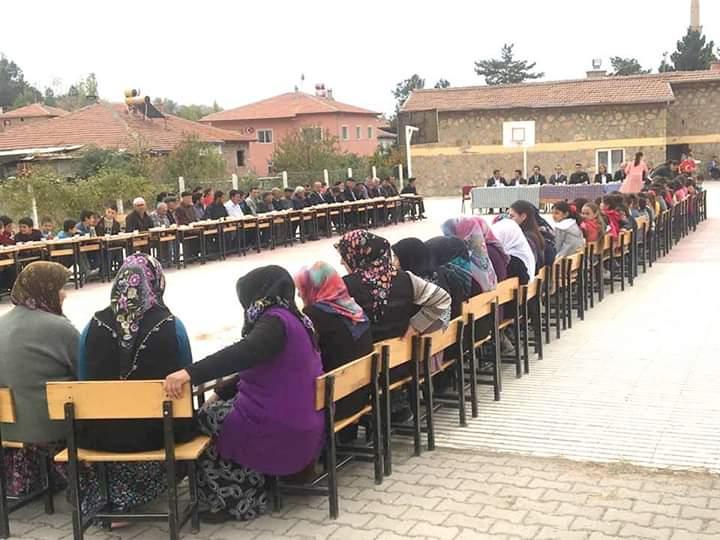 Sungurlu'ya 2017 yılında İlçe Milli Eğitim Müdürü olarak göreve başlayan Mustafa Eryiğit'in, yaptığı çalışmalar ve projeler ilçe halkı tarafından takdir ediliyor. | Sungurlu Haber