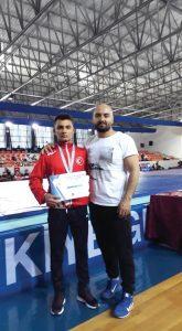 12 Nisan 2019'da Antalya'da düzenlenen Uluslararası Yıldızlar Zafer Turnuvasında 60 kg.da Sungurlulu güreşçi Mert İlbars şampiyon oldu. | Sungurlu Haber