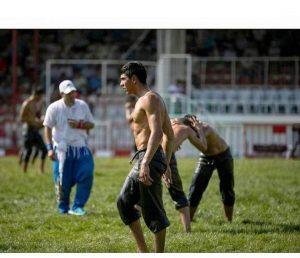 658. Tarihi Kırkpınar Yağlı Güreşleri'nde güreşçimiz Ünal Karaman çeyrek finalde tecrübeli rakibi Mehmet Yeşil Yeşil'e yenilirken müsabakalara veda etti. Deste boyda güreşen Eren Kalkan ise 3.oldu.   Sungurlu Haber