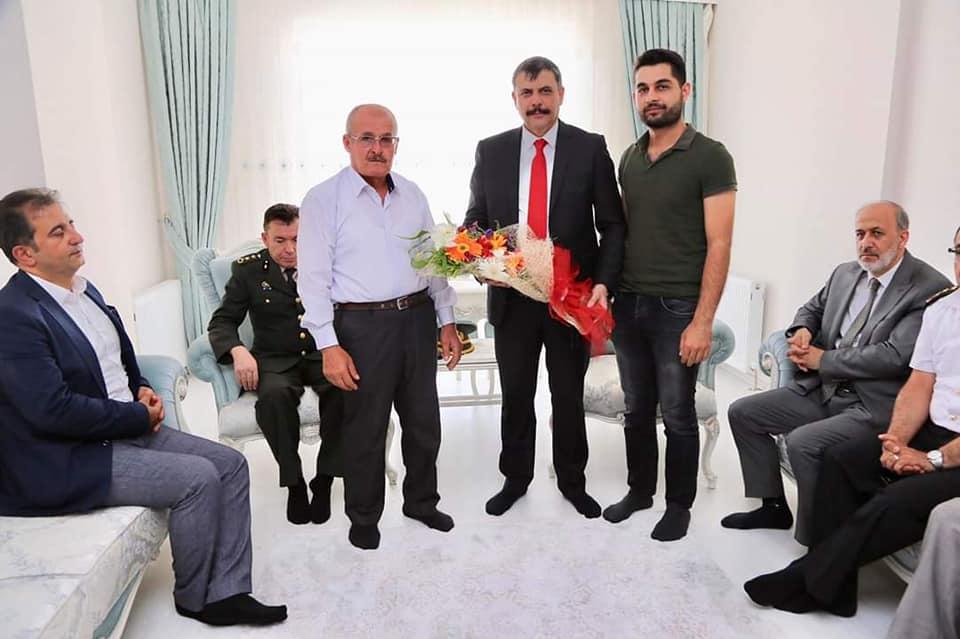 Çorum Valisi Mustafa Çiftçi, 15 Temmuz şehidi hemşehrimiz Akif Kapaklı'nın ailesini ziyaret etti. | Sungurlu Haber