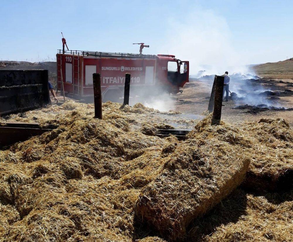Saman Yüklü Traktör Yangında Kül Oldu » Sungurlu Haber