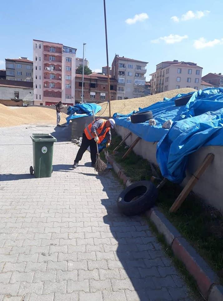 Sungurlu Belediyesi Temizlik İşleri Müdürlüğü ekipleri mahallelerde genel temizlik çalışmalarını sürdürüyor. | Sungurlu Haber