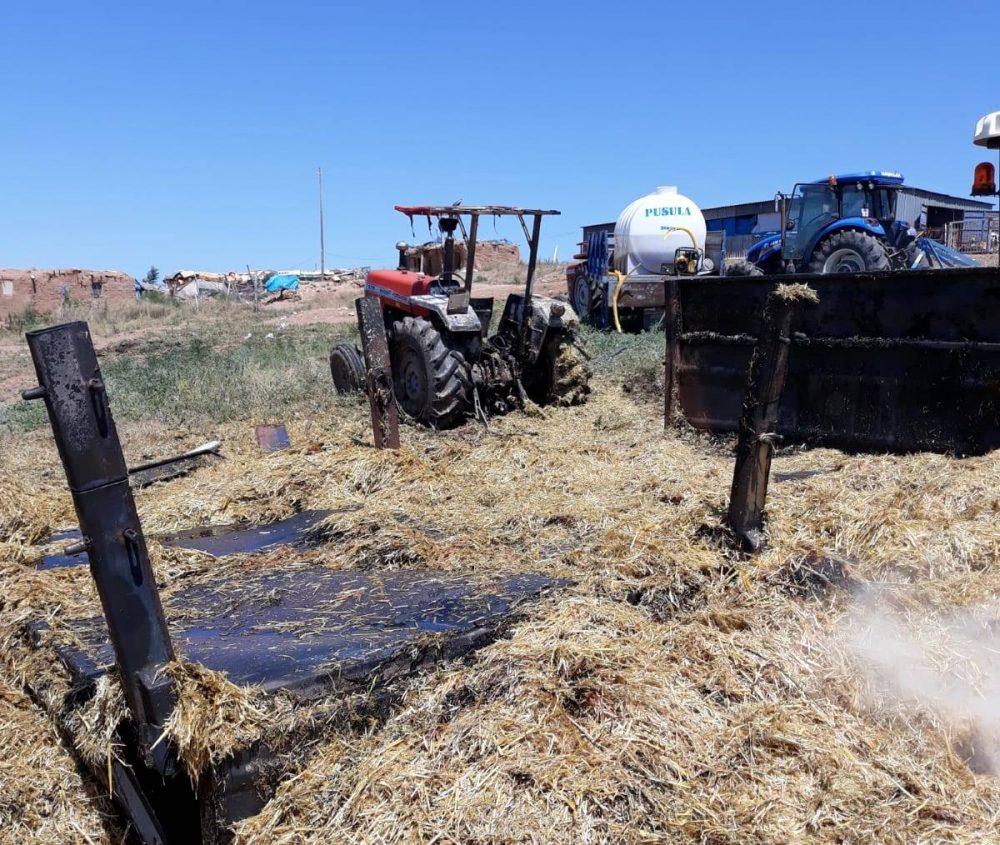 Sungurlu'da bir traktör saman yüklendiği sırada alev aldı.   Sungurlu Haber