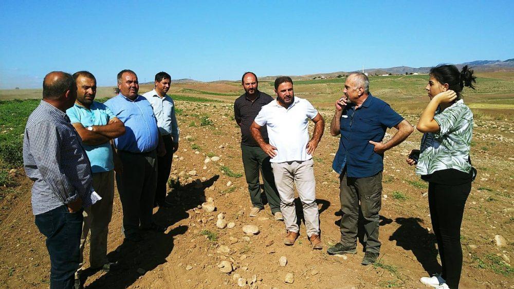 Sungurlu Ziraat Odası (SZO) Başkanı Ramazan Kelepircioğlu, çiftçilerin talepleri doğrultusunda taş toplama makinası ve tırmığı alacaklarını söyledi. | Sungurlu Haber