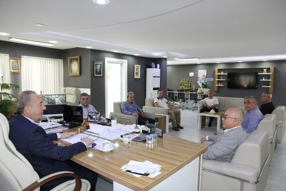Sungurlu Kafkas Derneği Başkanı Ahmet Özsaray ve yönetim kurulu üyeleri Sungurlu Belediye Başkanı Abdulkadir Şahiner'e geçmiş olsun ziyaretinde bulundu.