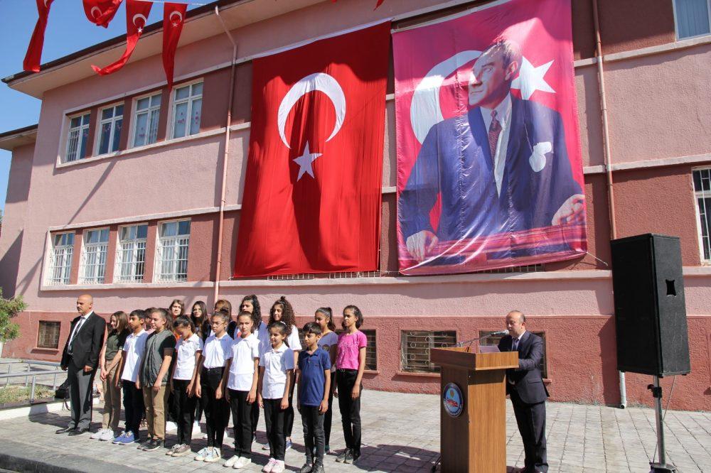 30 Ağustos Zafer Bayramı'nın 97. yıldönümü, tüm yurtta olduğu gibi Sungurlu'da da coşku ile kutlandı. | Sungurlu Haber