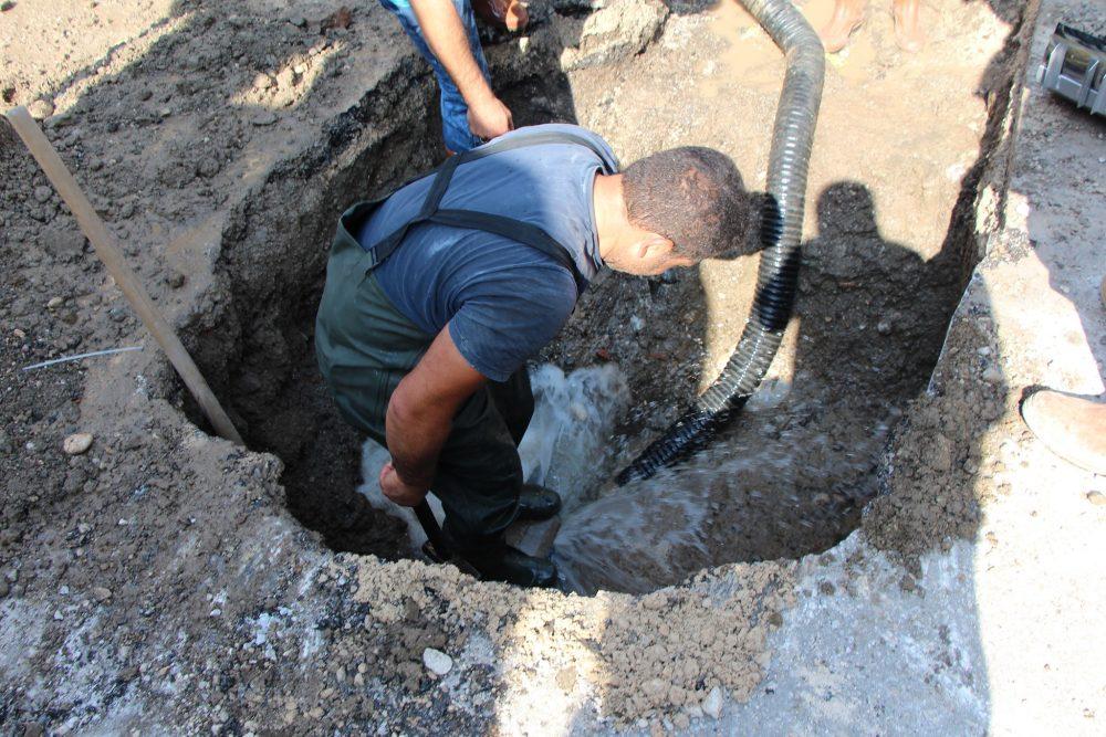 Sungurlu Belediyesi Su ve Kanalizasyon İşleri Müdürlüğü ekipleri, ilçede meydana gelen su arızalarına anında müdahale ederek su arızalarını gideriyor. | Sungurlu Haber