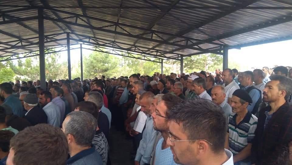 Dün Sungurlu'da meydana gelen trafik kazasında hayatını kaybeden Ayaz ve Zekeriya Altunay isimli kuzenler, memleketlerinde defnedildi. | Sungurlu Haber