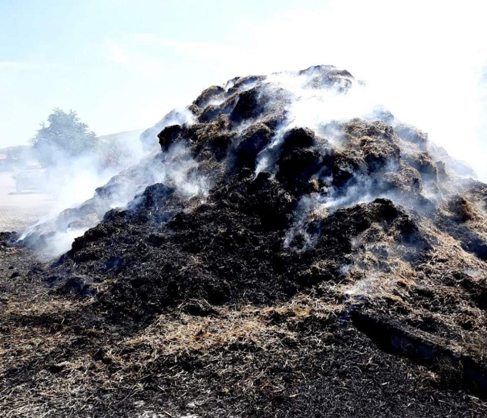 Sungurlu'da bilinmeyen bir nedenden dolayı çıkan yangında samanlar kül oldu. | Sungurlu Haber