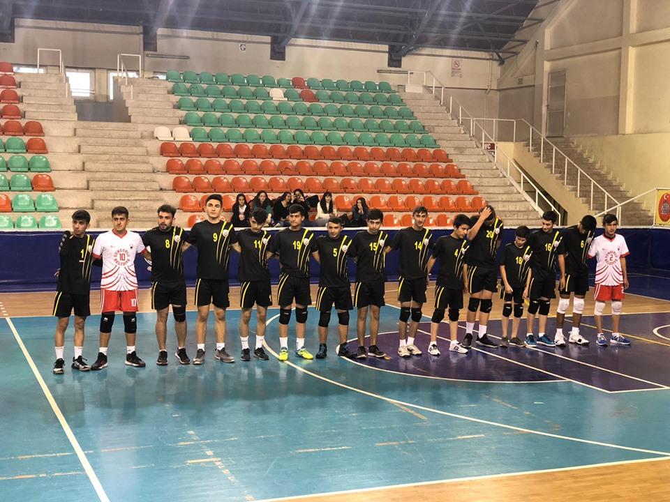 Genç Erkekler Voleybol Cumhuriyet Kupası'nda Eti Anadolu Lisesi'ni 3-0 mağlup eden Sungurlu Belediyespor, son maçlar öncesi şampiyonluğunu ilan etti.   Sungurlu Haber