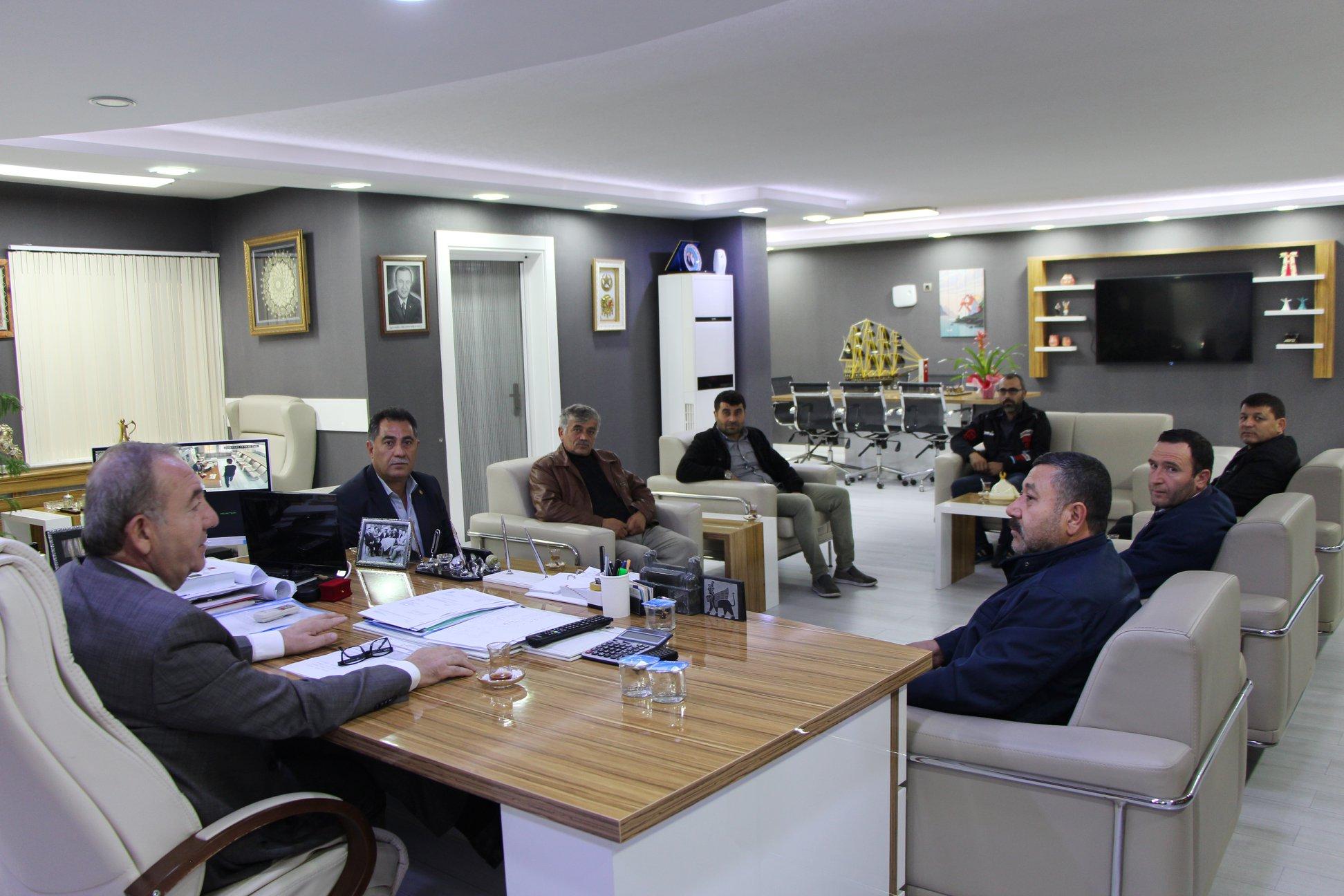 Sungurlu Madeni Sanatkarlar Odası Başkanı ve yöneticileri Sungurlu Belediye Başkanı Abdulkadir Şahiner'i makamında ziyaret ederek, desteklerinden dolayı teşekkür etti. | Sungurlu Haber